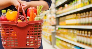 El consumo masivo sigue en rojo: cayó 8,4% en 2021